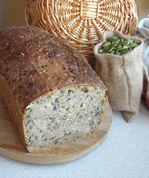 Chleb pszenno - orkiszowy z ziarnami - Chleby