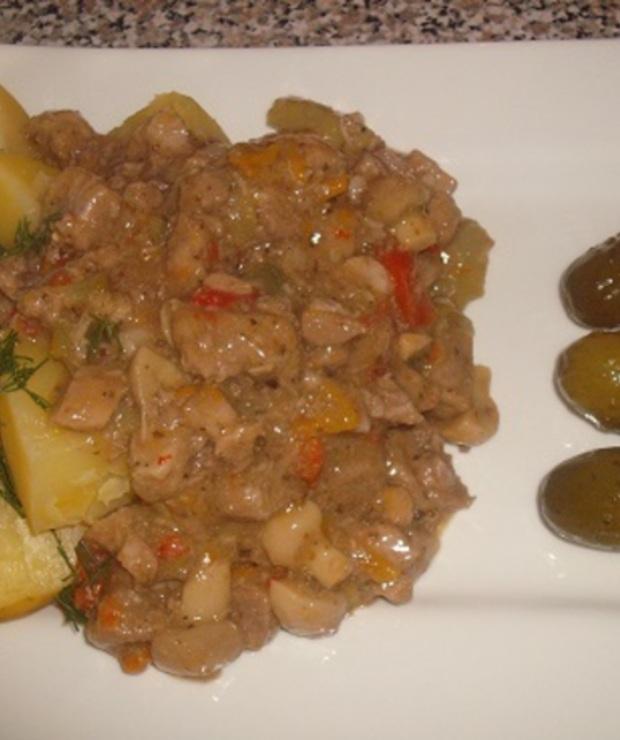 Gulasz wieprzowy z pieczarkami i warzywami marynowanymi - Wieprzowina