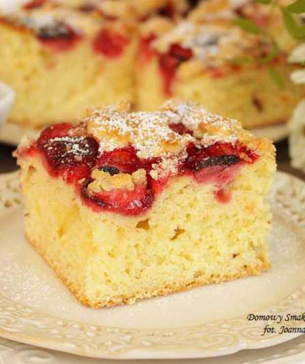 łatwe ciasto drożdżowe z truskawkami i kruszonką - Drożdżowe