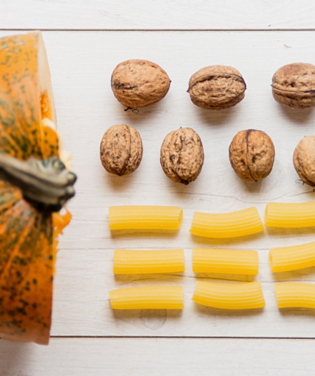 Makaron z dynią, serem pleśniowym i warzywami - Dania z makaronu