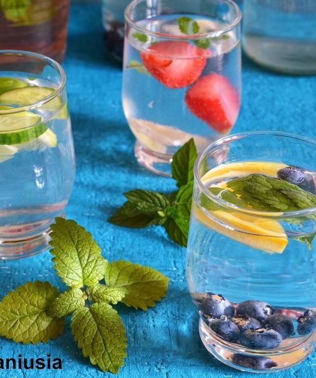 Porozmawiajmy o wodzie - przepisy na wodę smakową - Zimne