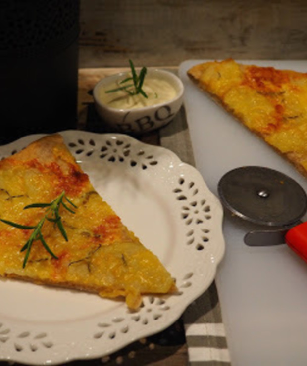 PIZZA BIAŁA Z ZIEMNIAKAMI - Pizza i calzone