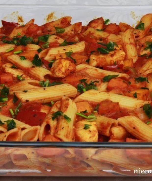 Zapiekanka makaronowa z warzywami i kurczakiem - Dania z makaronu