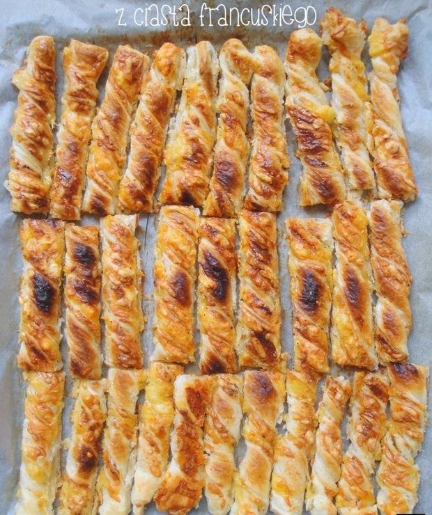 Serowe paluchy z ciasta francuskiego - Na zimno