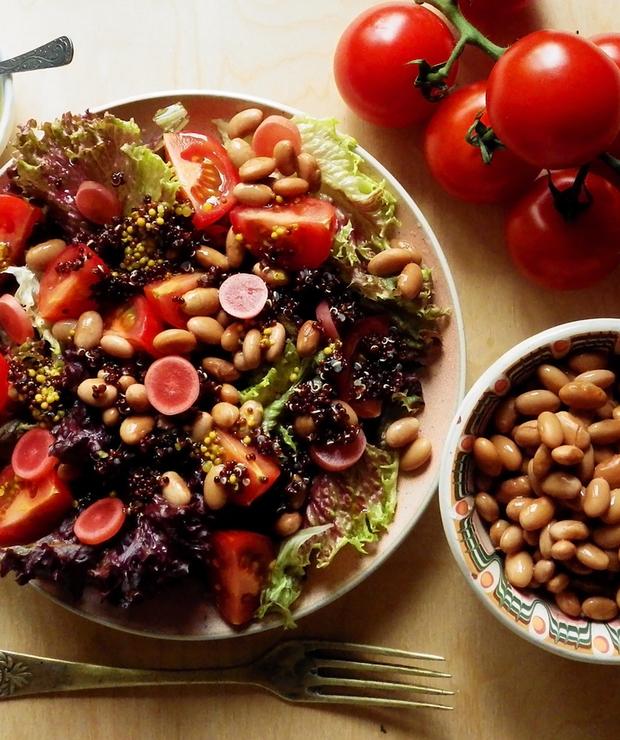 Sałatka z fasolą pinto, kiszoną rzodkiewką i czerwoną quinoą - Bezglutenowe