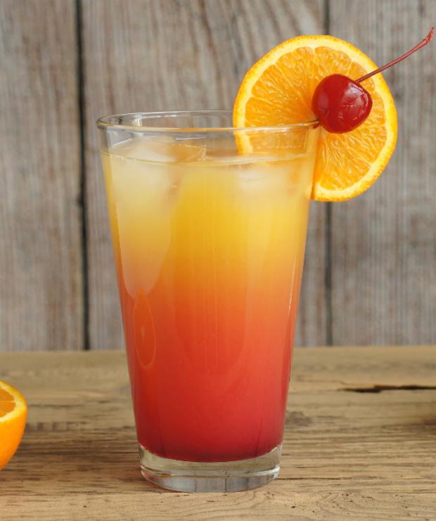 Amaretto Sunrise – słodki drink - Targ Smaku on