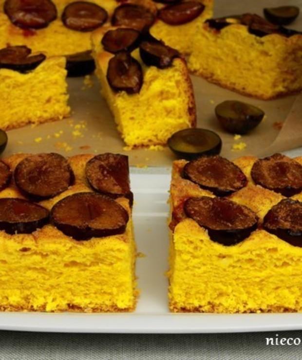 Dyniowe ciasto drożdżowe ze śliwkami - Drożdżowe