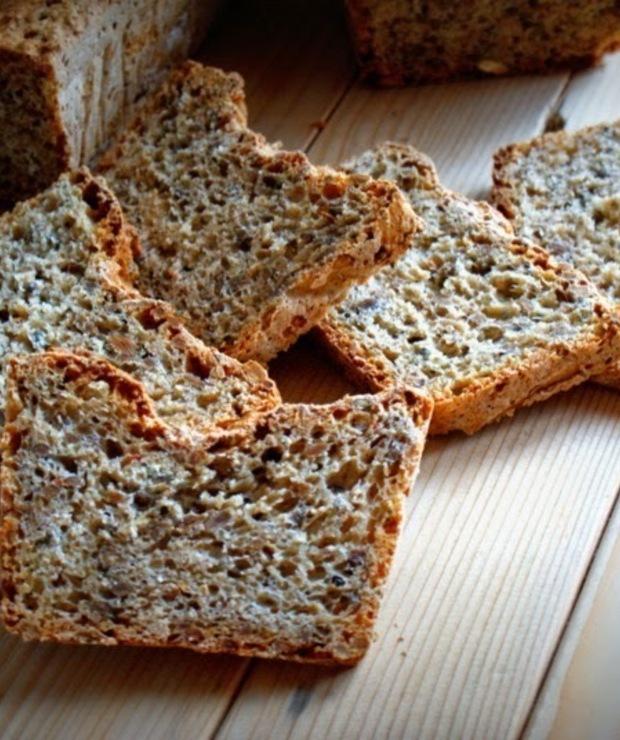 Chleb orkiszowy z ziarnami - Chleby