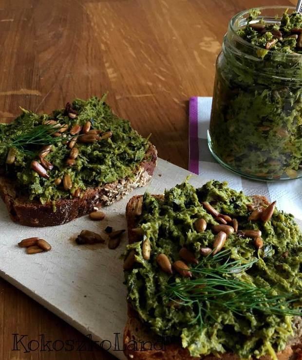 PASTA ze szparagów i jarmużu - Kanapki i tosty