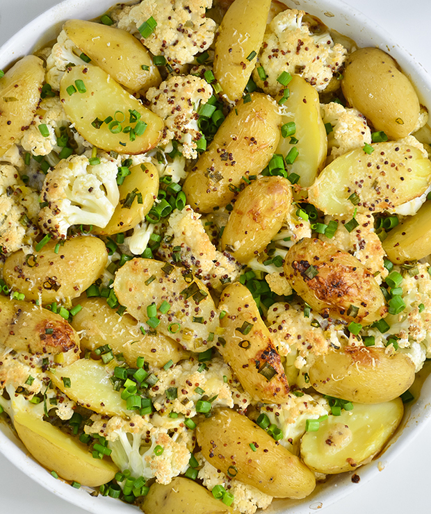 Młode ziemniaki i kalafior zapiekane pod sosem musztardowym - Warzywa