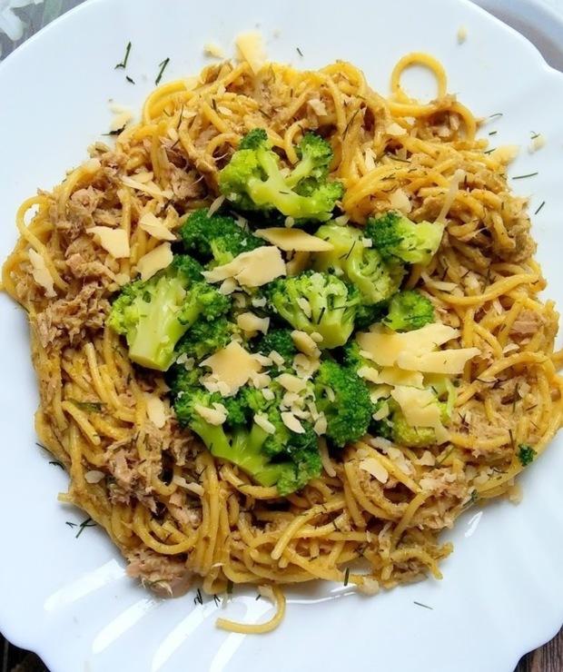Spaghetti w pesto z tuńczykiem i brokułami - Tuńczyk