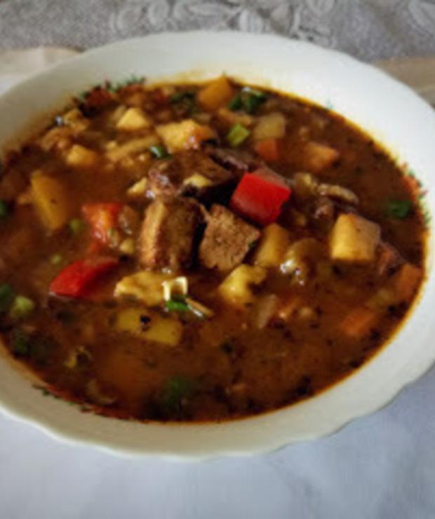 Wegański bezglutenowy gulasz a'la bogracz z warzywami, smażonym tofu i lanymi kluseczkami. - Z warzywami