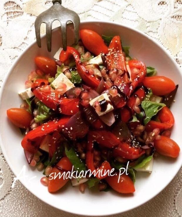 Sałatka ze smażoną papryką i cebulą czerwoną - Jarskie