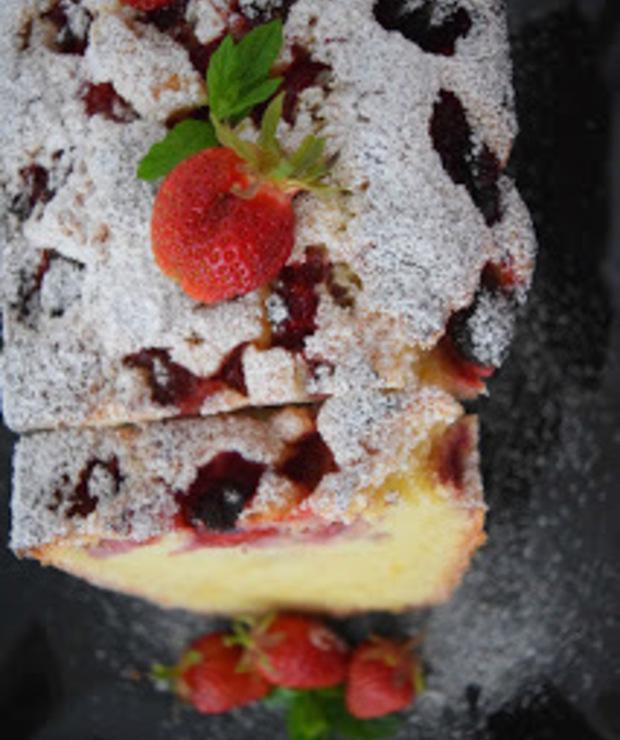 Ciasto piaskowe z truskawkami - Ucierane
