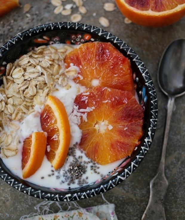 Idealne śniadanie - czerwone pomarańcze z jogurtem - Musli i podobne