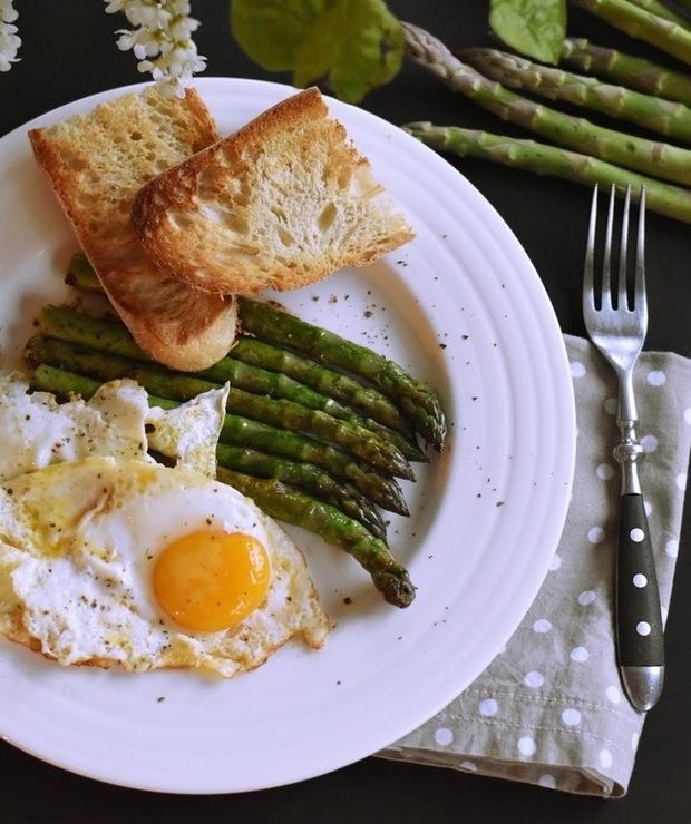 SZPARAGI I SADZONE  - Jajka i omlety