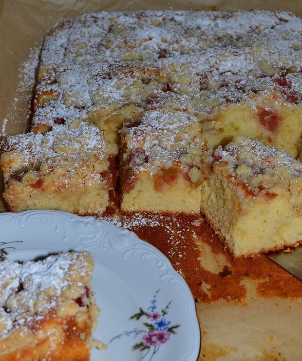 Jogurtowe ciasto z rabarbarem - Ucierane