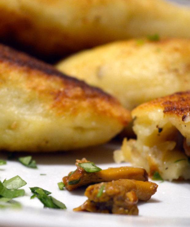 Pierogi ziemniaczane z kurkami - Mączne
