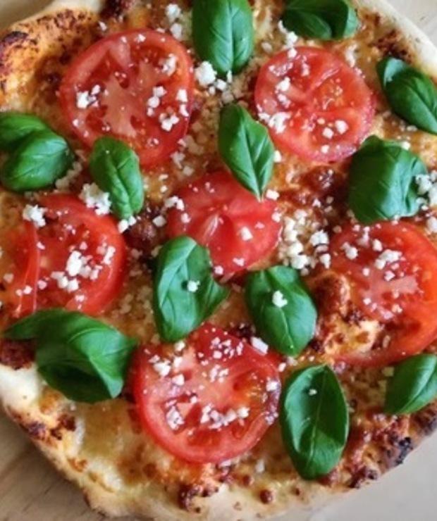 Włoska pizza na cienkim cieście (oryginalny przepis na ciasto i sos + 3 rodzaje pizzy) - Pizza i calzone