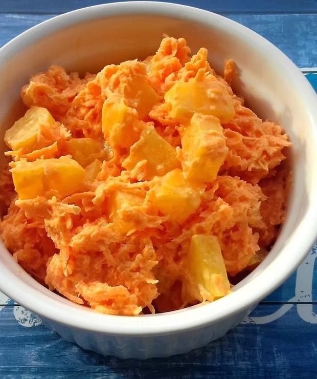 Surówka z marchewki i brzoskwni. - Surówki