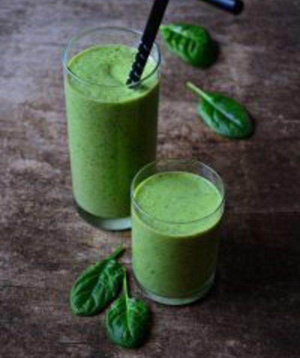 Zielony koktajl zeszpinakiem imango - Zimne