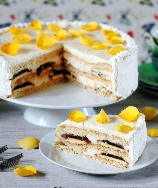 Lekki tort kwiatowy - Torty