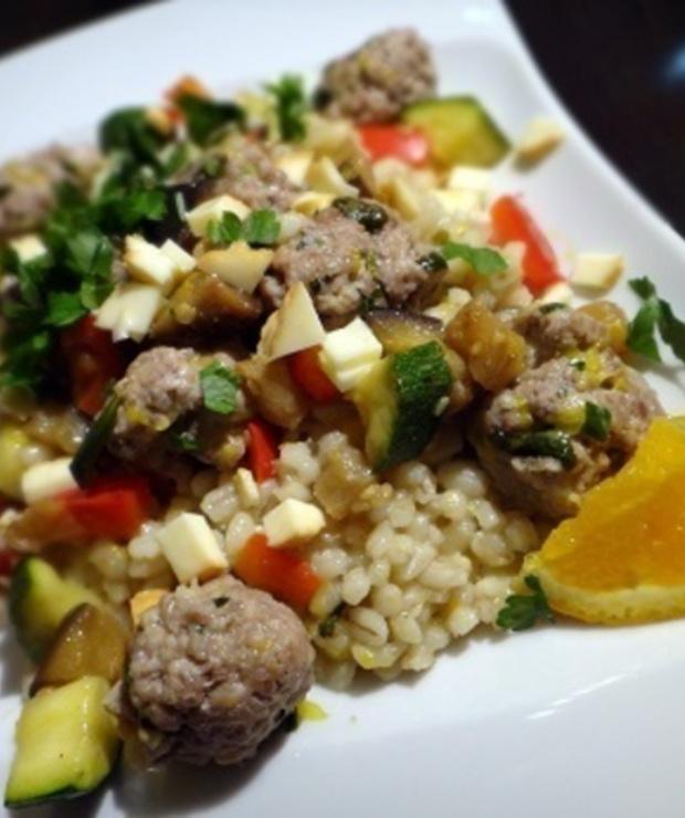 Kasza pęczak z kuleczkami mięsnymi i z warzywami - Wieprzowina