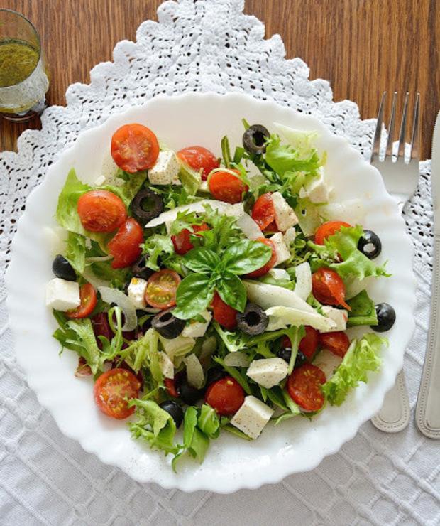 Sałatka Grecka idealna na lekki obiad - Jarskie
