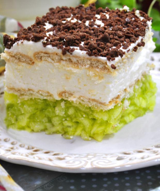 Ciasto Bez Pieczenia Z Jablkami I Bita Smietana Targ Smaku