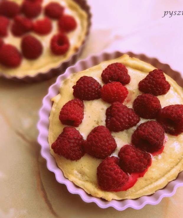 Tarteletki z malinami i słodkim kremem - Muffiny i babeczki