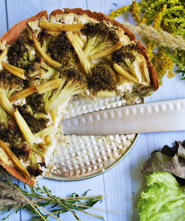 Ruska tarta z brokułem i fasolką szparagową - Tarty wytrawne