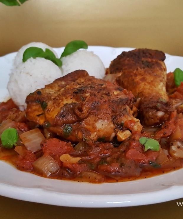 Kurczak w sosie pomidorowo-bazyliowym - Drób