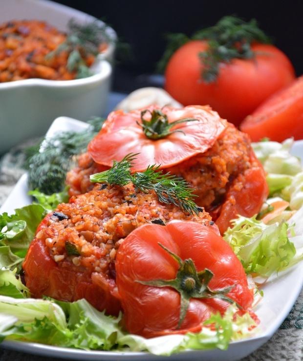 Faszerowane pomidory kaszą bulgur z warzywami - Warzywa