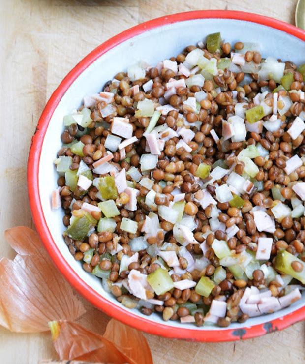 Sałatka z soczewicy z ogórkiem i cebulą - Mięsne