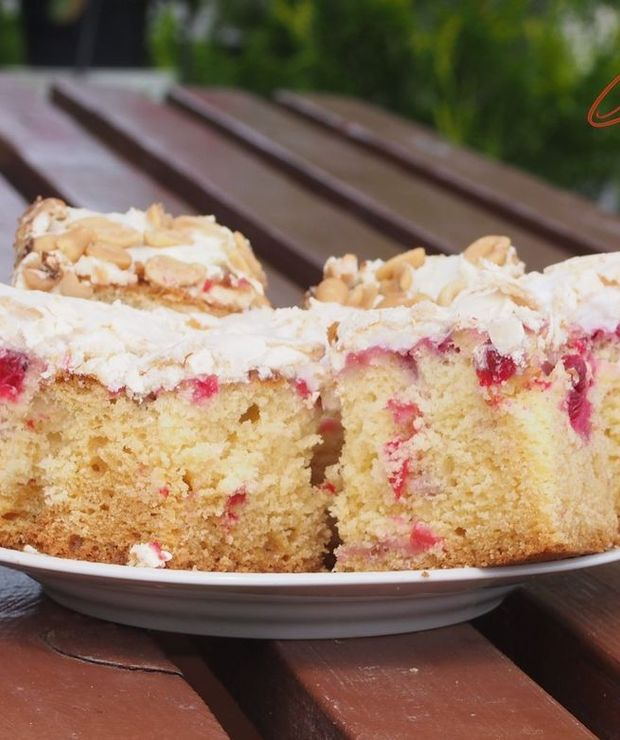 Ciasto z  czerwonymi porzeczkami i słodką bezą  - Ucierane
