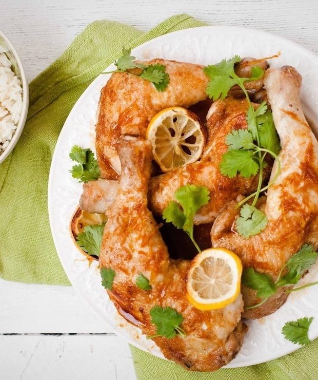 Pieczone udka z kurczaka w sosie cytrynowym - Drób