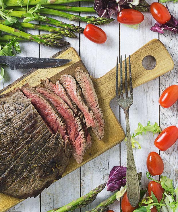 Stek z łaty wołowej z sosem gorgonzola (flank steak) - Wołowina