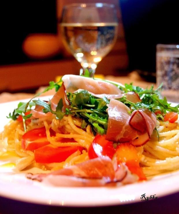 Spaghetti z rukolą i szynką szwarcwaldzką - Dania z makaronu