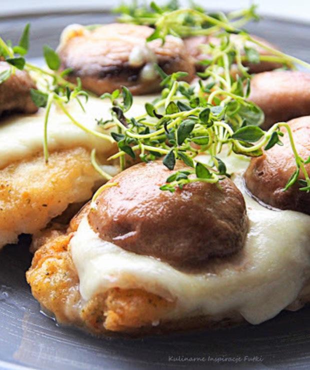 Halibut zapiekany pod mozzarellą i pieczarkami - Halibut