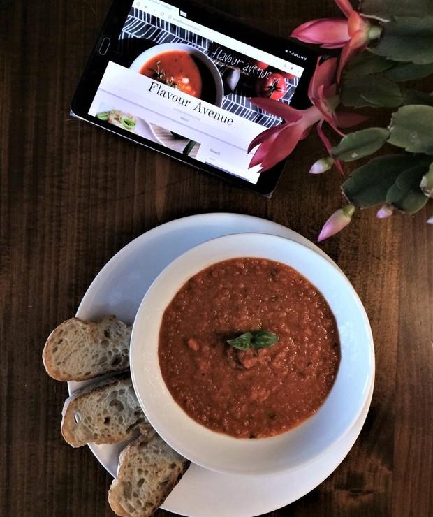 Gęsta zupa z pomidorów i czerwonej soczewicy - Kremy