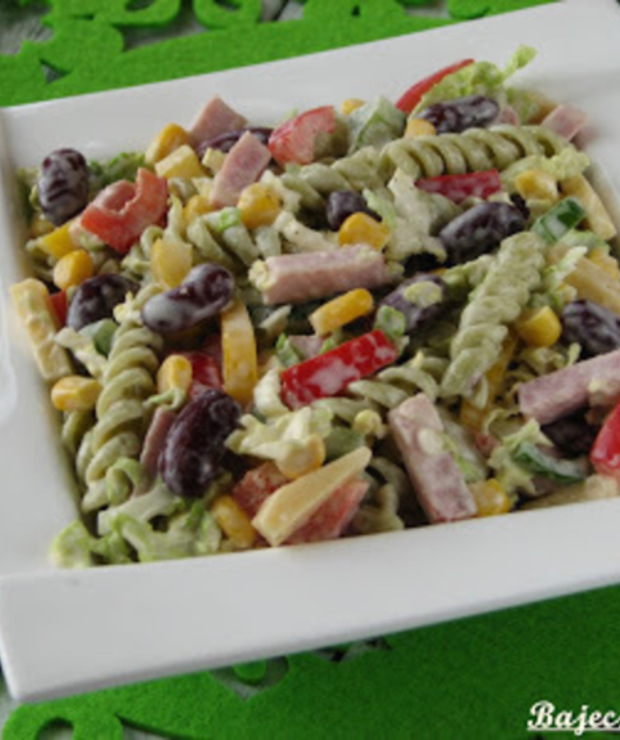 Kolorowa sałatka z makaronem - Jarskie