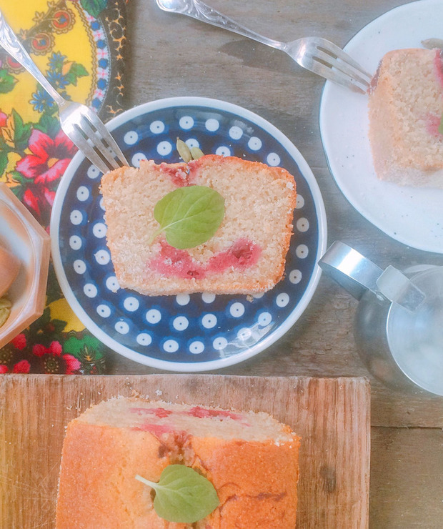 Ciasto z kaszy manny z wiśniami i kardamonem - Ucierane