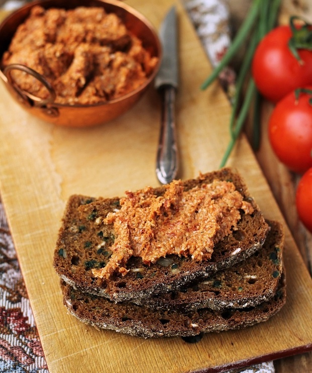 Pasta kanapkowa ze słonecznika z suszonymi pomidorami… - Pasty do chleba