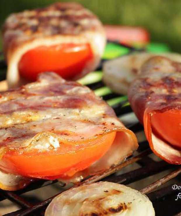 grillowane pomidory z serem feta i bekonem - Na gorąco