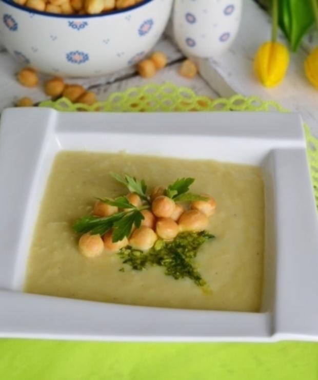 Krem szparagowy z migdałowo-pietruszkowym pesto i ptysiowym groszkiem - Z warzywami
