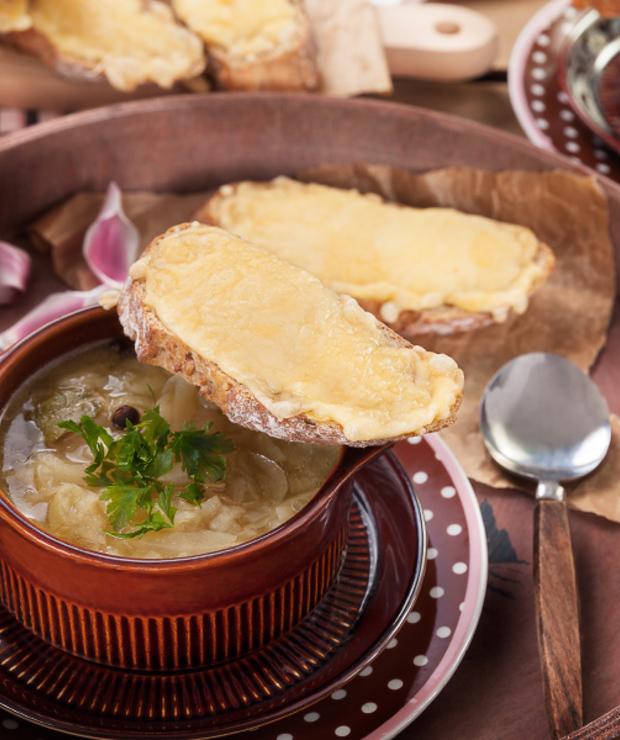 Zupa cebulowa z serowymi tostami - Z warzywami