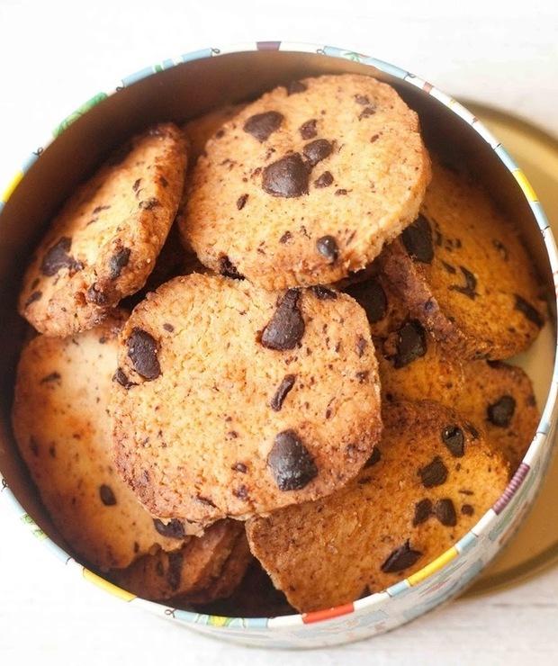 Kruche, maślane ciastka z czekoladą - Ciastka