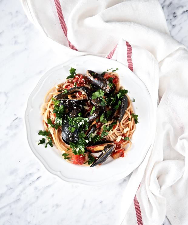 Spaghetti z małżami w sosie pomidorowym - Małże