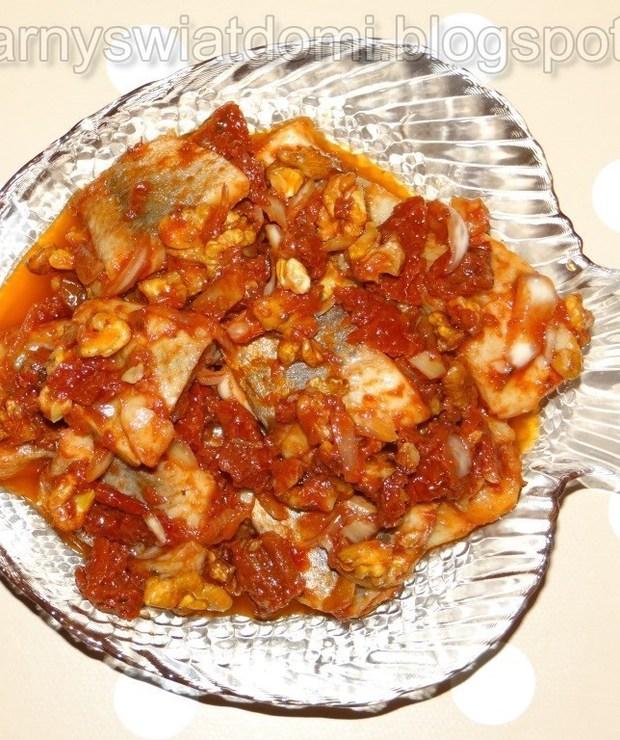 Śledzie z suszonymi pomidorami i orzechami włoskimi - Na zimno