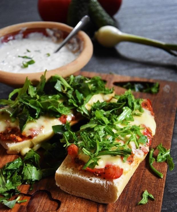 Zapiekanka ze smażonymi pomidorami mozzarellą i ziołami - Tarty wytrawne